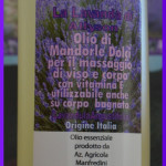 Olio di mandorle dolci per il massaggio di viso e corpo con olio essenziale di Lavanda Angustifolia e vitamine E